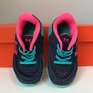 Toddler girl Under Armour Shoe Size 6